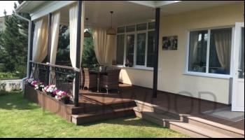 Крыльца у дома с использованием террасной доски DeckWood