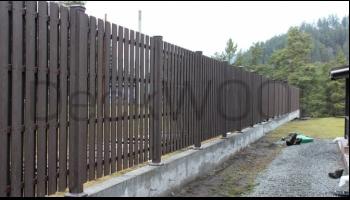 Забор из универсальной доски ДПК DeckWOOD