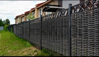 Забор с использованием полимерной лозы DeckWOOD