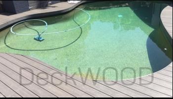 Террасная доска из ДПК незаменима при обустройстве зоны вокруг бассейнов
